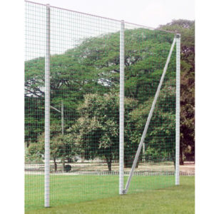 7,00 m Standpfosten inkl. Bodenhülse, für Ballfangzaun, Profil 120x100mm